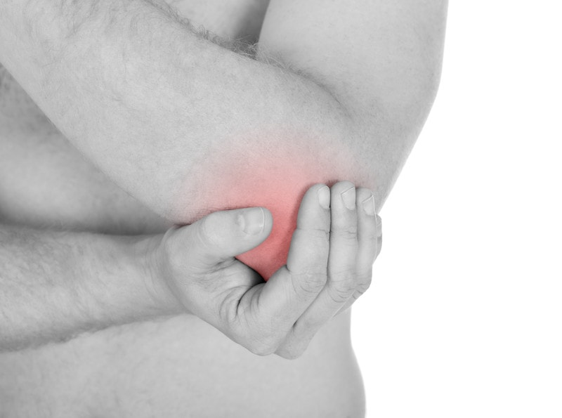pain and heat in the elbow caused by tennis elbow